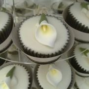 lily-cup-cake-wedding1